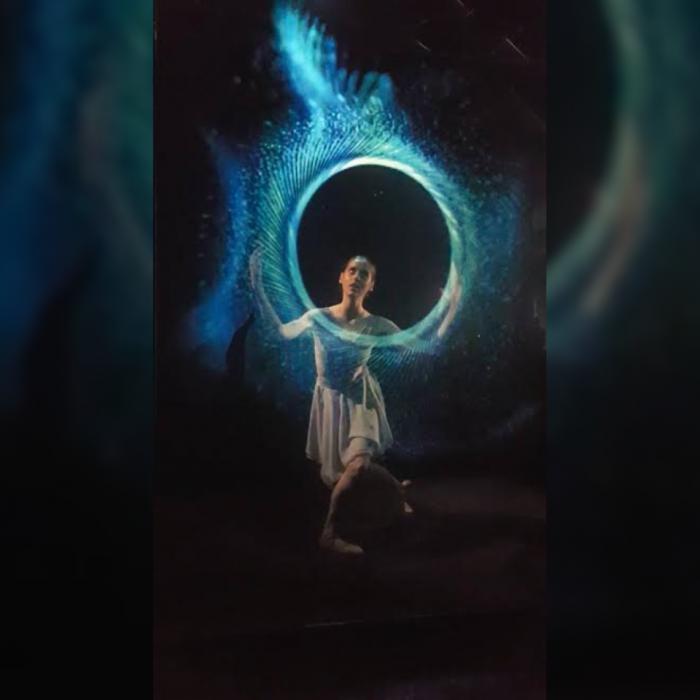 Šiuolaikinio baleto scenoje artistai nardo tiek tarp žuvų, tiek tarp žvaigždžių